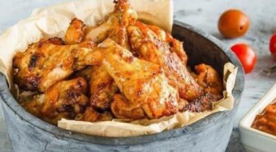 Рецепт для лучшего пикника: Куриные крылышки на гриле с домашним соусом BBQ