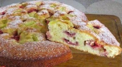 Самый вкусный пирог с ревенем и клубникой