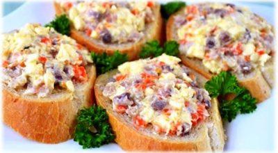 Закуска из селедки и плавленого сыра: красота неописуемая
