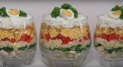Новогодний слоеный салат с курицей. Очень вкусный и праздничный