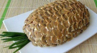 Пикантный слоеный салат «Ананас»