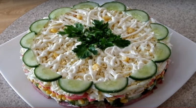 Слоеный салат «Новинка» — просто, вкусно и быстро!