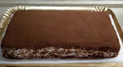 Всего 4 яйца, 200 г творога, 120 г сахара для самого нежного в мире торта. Необычайно простой и вкусный десерт