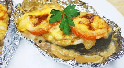 Горбуша с овощами и сыром, запеченная в духовке