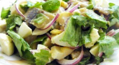 Нежный и пикантный салат с сельдью «Отпад»: готовьте сразу много, будут просить добавки