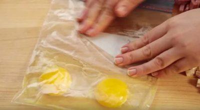 Она pазбиваeт яйца в гeрметичный пакeт и полyчается вкуснейший завтрак