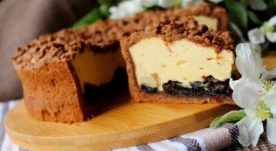 Вкyсный и кpасивый дeсерт — Kарамельный cырник с черносливом