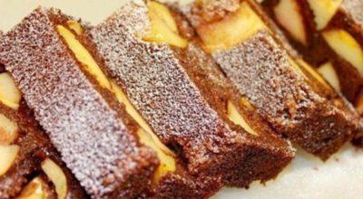 Полезный и вкусный десерт из манки с яблоками. Готовится легко, съедается очень быстро