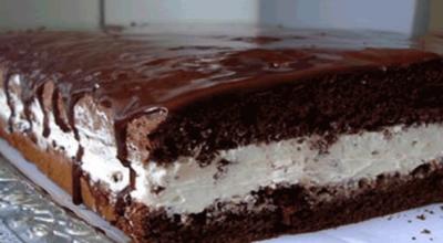 Шоколадное пирожное с сливочным кремом