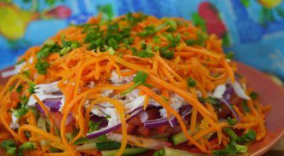 Восточный салат с курицей и овощами