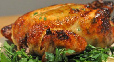 Чем натирать курицу: ПЯТЬ трюков от шефов, которые сделают запеченную птицу очень вкусной