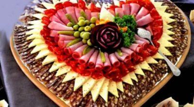 Красивая и интересная нарезка из колбасы и сыра: лучшая подборка
